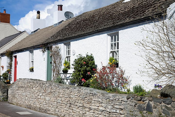 "Quaint and cosy ""Lilac Tree"" Cottage, Greyabbey - Greyabbey - House"