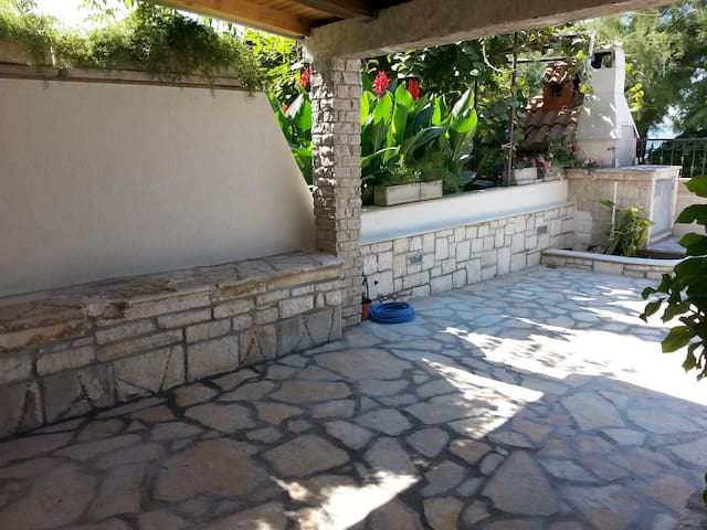 Flagstone,Patio,Porch,Pergola,Outdoors