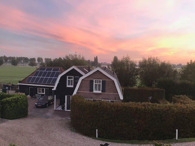 Slapen tussen polder en rivier