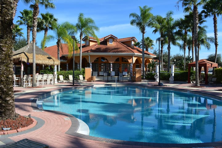 Solana Clubhouse pool