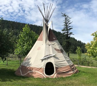 Windhorse Farm Eagle Tipi