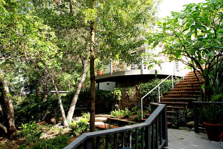 Hollywood Hills Cottage Escape - Los Angeles - Gjestehus