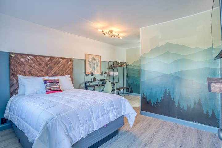 The Roost-Room 3 - Updated, Immaculate Motel Near 1st Street Rapids Featuring Queen Bed with Stylish Detail!