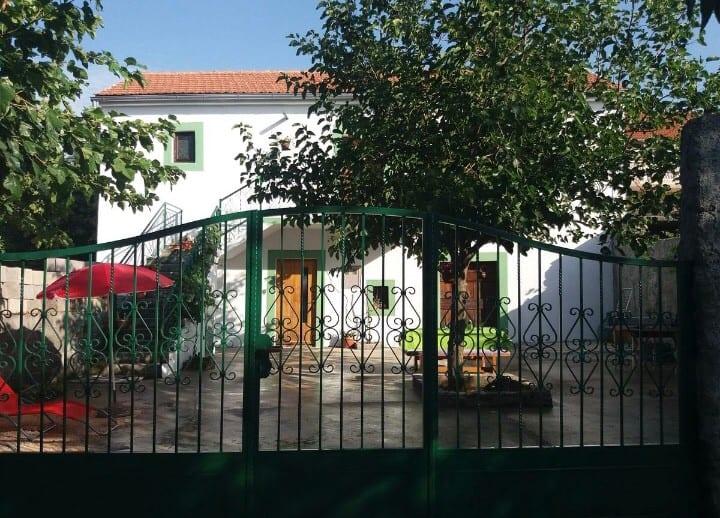 Holliday house Ana