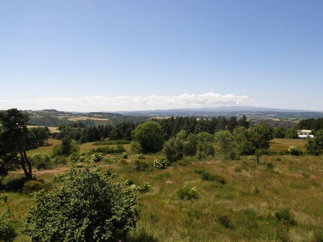 Maison de vacances au calme avec panorama - Fridefont - Hus