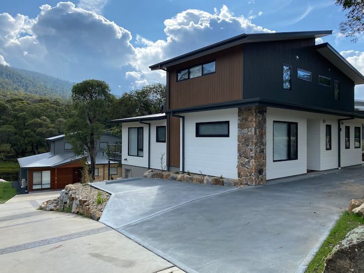 Ola Chalet - New in Lake Crackenback Resort