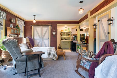 Private, Spacious,  1 Bdr very close to Wheaton