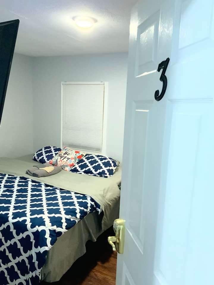 #3 Near Yale Hotel-Like KING Bed Private Room