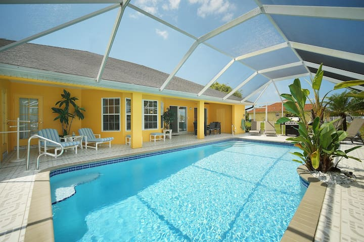 Wischis Florida Vacation Home - Pineapple Paradise in Cape Coral