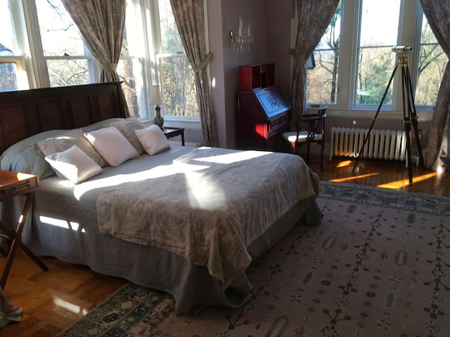 Historic Sunnyslopes private Bedroom