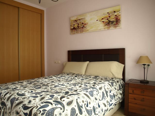 double room with private bathroom in. +wifi - Murcia