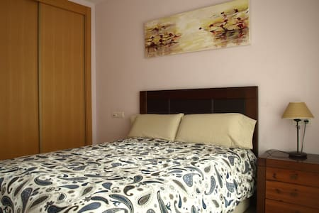 double room with private bathroom in. +wifi - Murcia - Şehir evi