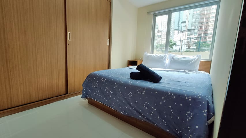 LARGE 1BR with FREE PARKING in Rasuna