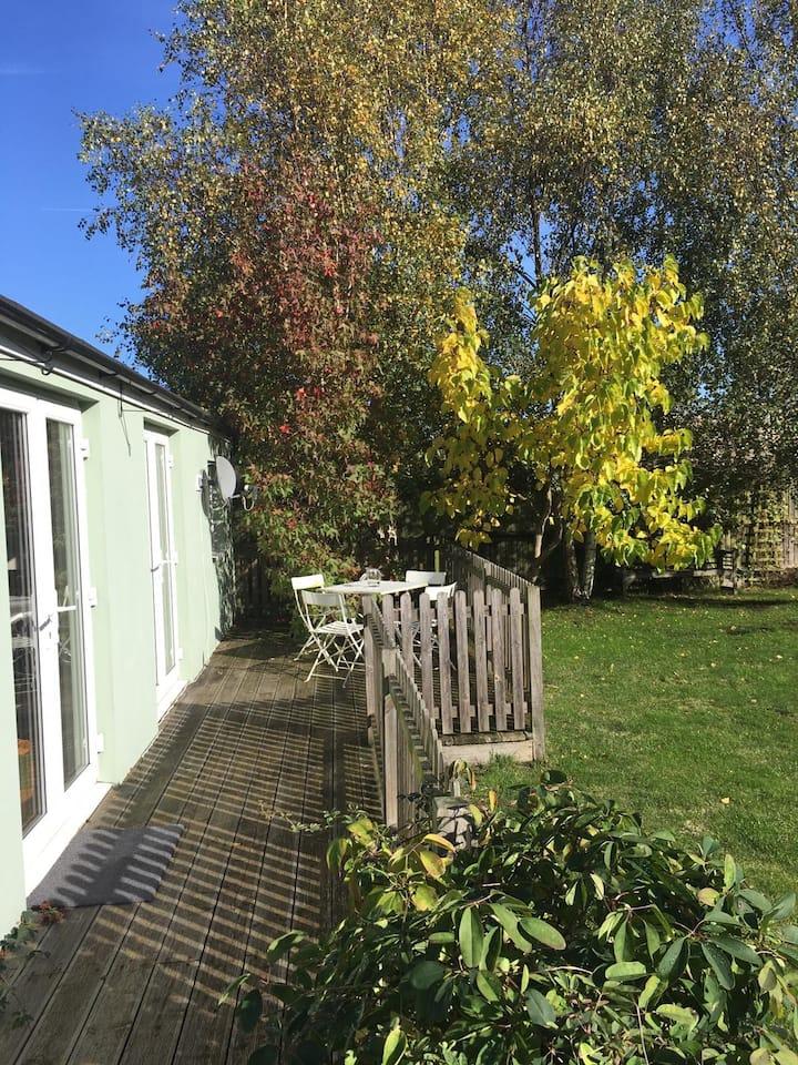 Garden House, bright & private, easy London access