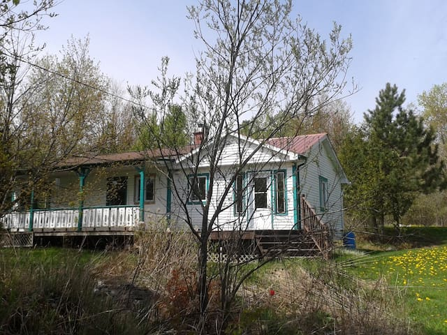 Charming Vintage Bungalow in Nature - North Hatley