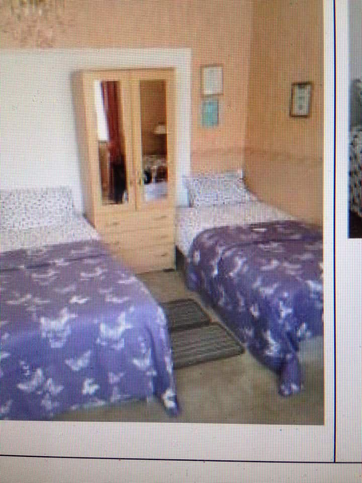 COSY LARGE BEDROOM  WITH PARKING