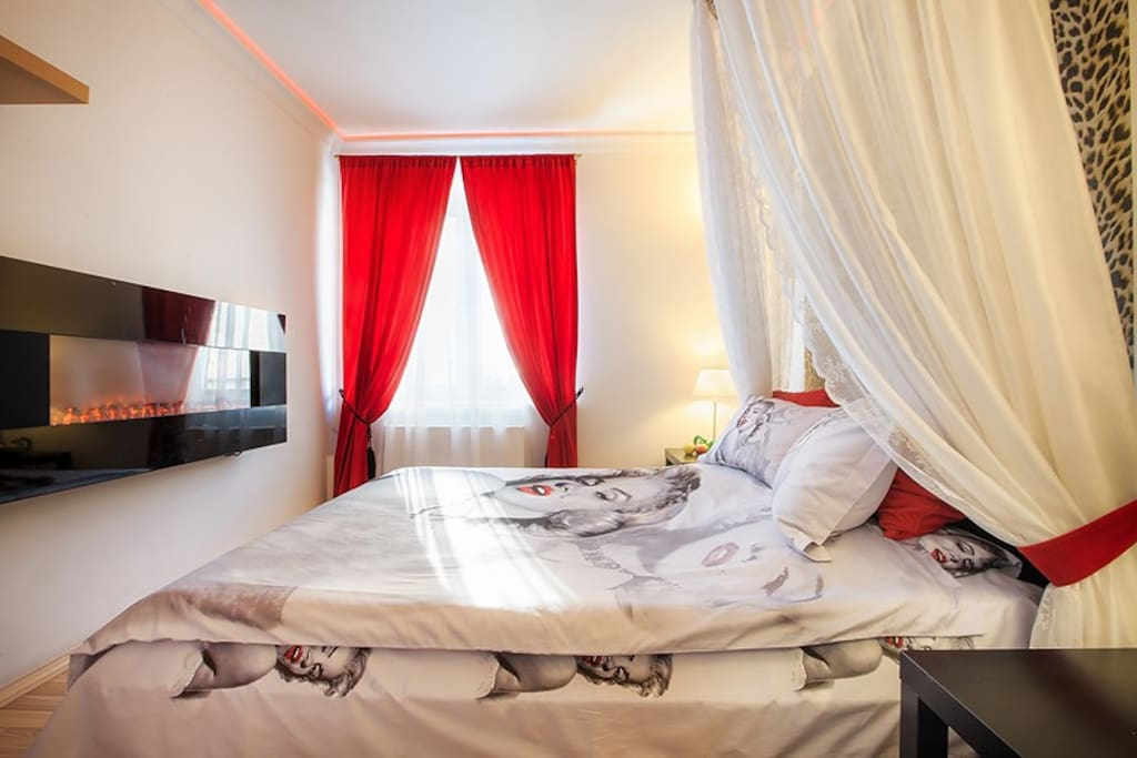 Основное спальное место выделено в изолированную комнату