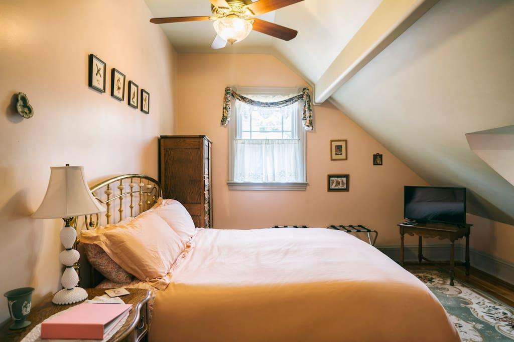 Oxford Room - King Bed in Sunken Bedroom