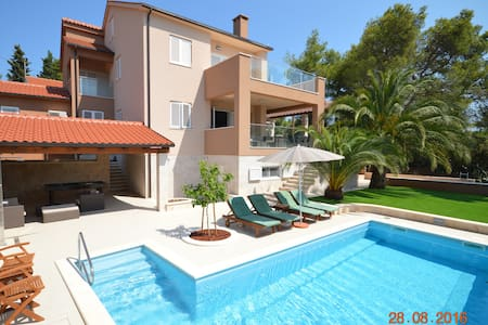 LAUREL-luxury apartment 1, Vrboska, Hvar - Jelsa