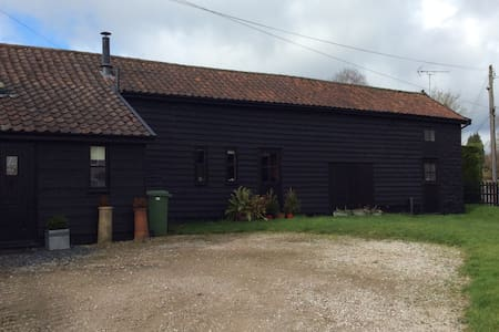 Barn conversion in rural location near Diss - Roydon - Casa