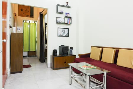Pocket Friendly Cozy Room  |WiFi| - Kolkata