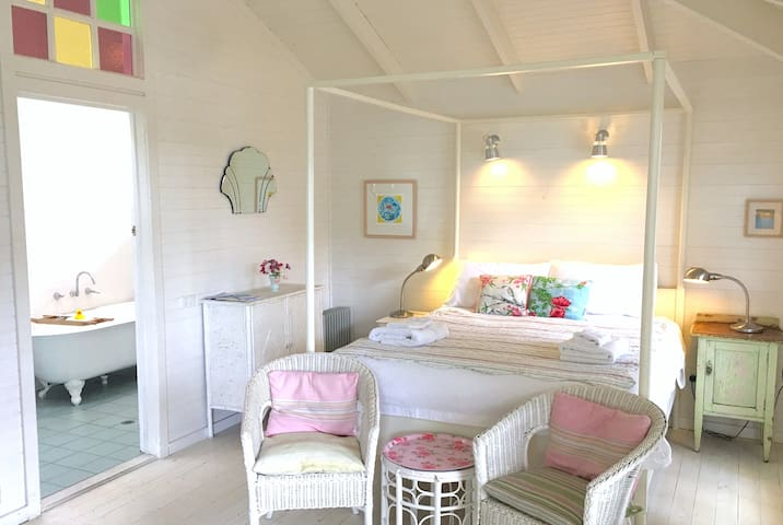 The popular Verandah Room with 4 poster bed and clawfoot bath in ensuite.