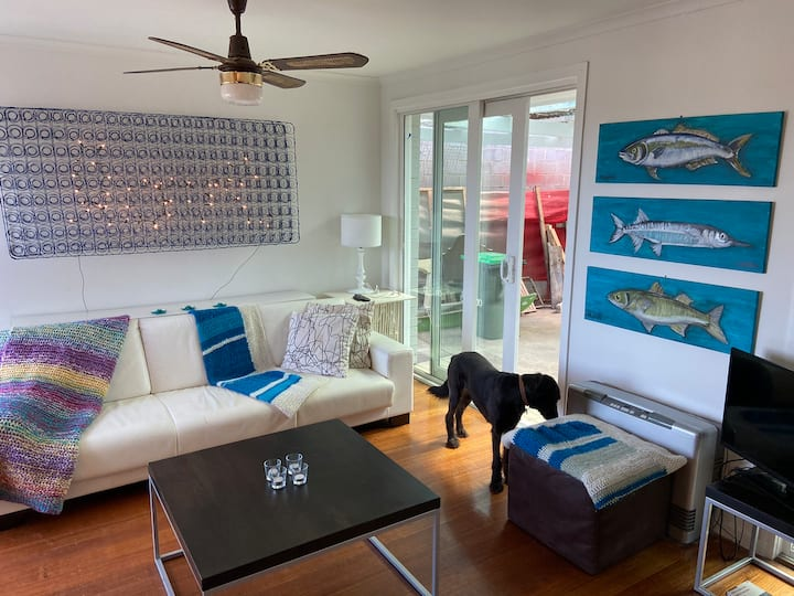 Pelican House by the Bay - Pet Friendly