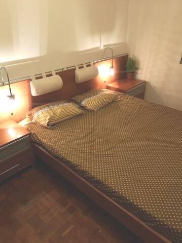 Suíte/quarto com casa de banho no Feijó