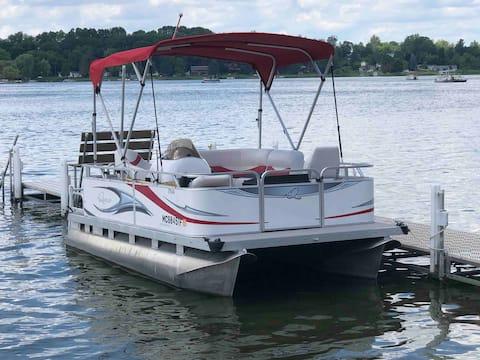 """Fantastic """"Pontoon Boat Rental""""-PONTOON BOAT ONLY!"""