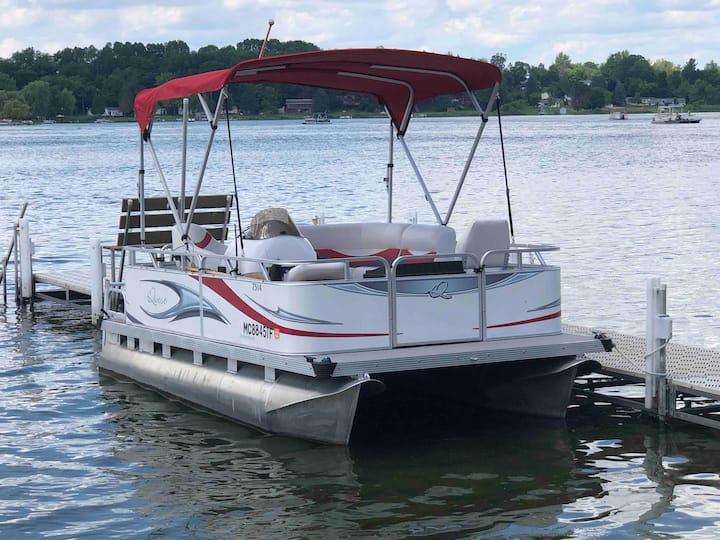 "Fantastic ""Pontoon Boat Rental""-PONTOON BOAT ONLY!"