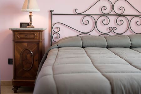 Il Bricco B&B Asti - Camera Matrimonale Il Glicine - Asti - 家庭式旅館