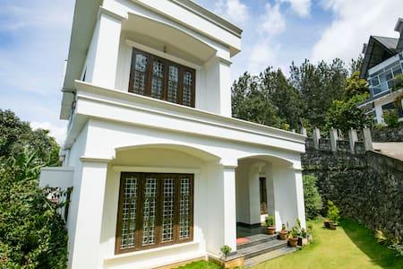 Spacious room in a homely villa for 2 - Idukki - Villa