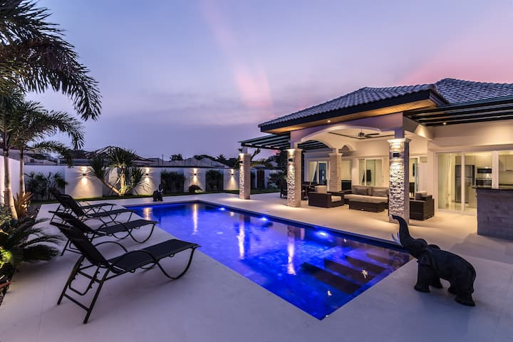 Privat villa with swimming pool & garden 401
