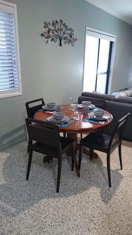 Coastal retreat close to beaches and hinterland - Little Mountain - Guesthouse