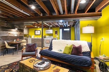 *Charming artist's studio suite*