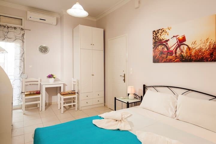 Eleni Apartment 3 -Only 50meters from Sandy Beach!