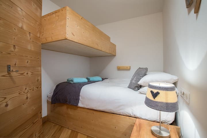 Double bedroom with bunkbed