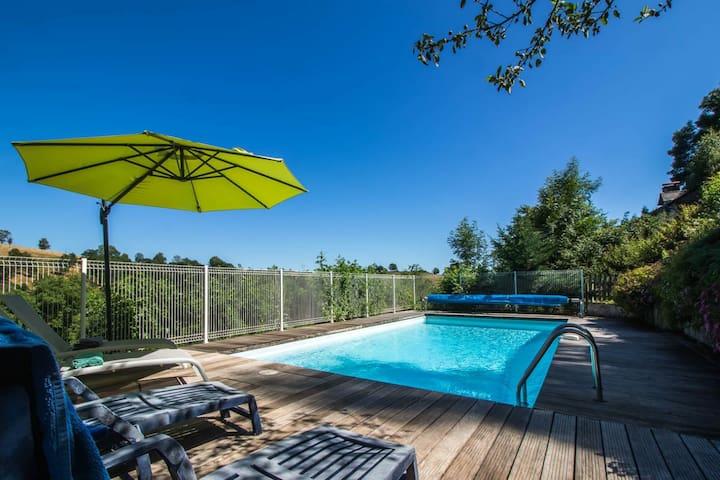 Gîte spacieux avec piscine - Costes Bas