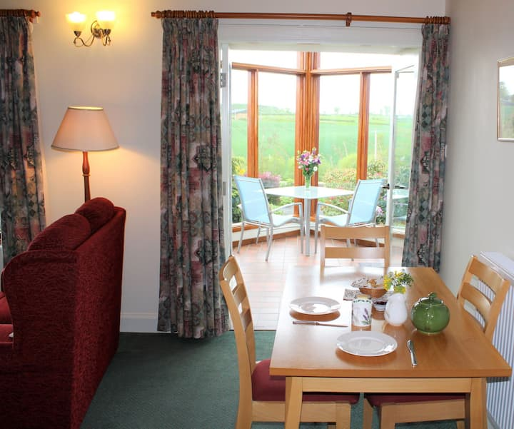 Mungo's Well cottage. Log burner , conservatory, discount for 3 nights or more