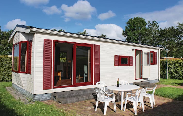 Holiday cottage with 2 bedrooms on 40m² in Tzummarum