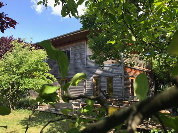 Idyllisches Architektenholzhaus in Ruhelage
