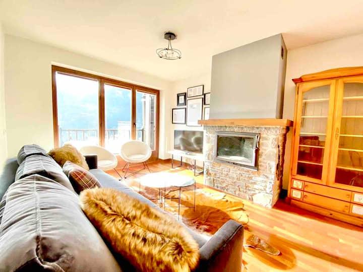 ¡Bonita casa con balcón, vistas y WiFi en Vilac!