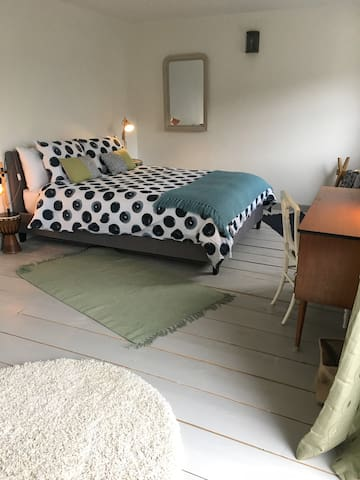 calm:peaceful: the GARDEN rm @Station Yard Studios - Ashburton - Apartamento