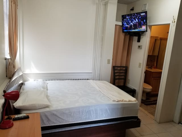 Studio Apartment Full Bath 15 Minutes From JFK