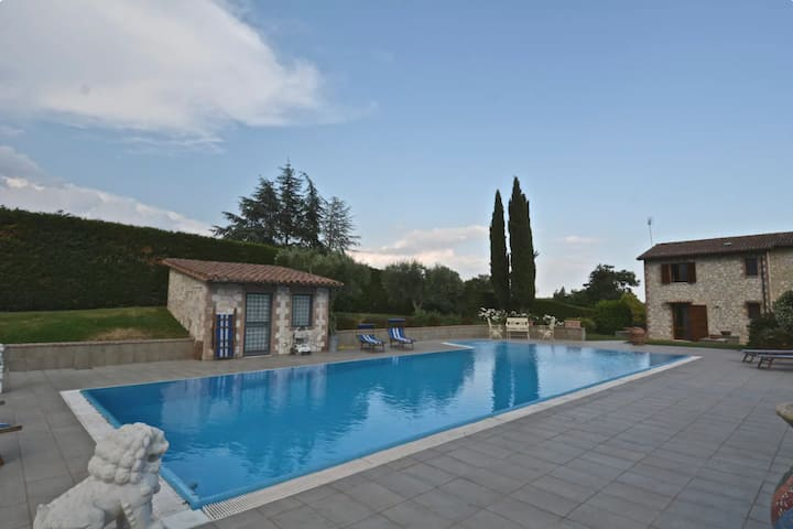 Varental   Villa Umbria   4BR + Pool