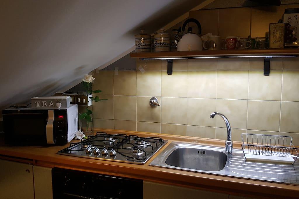 Illuminazione zona cucina con luce a led