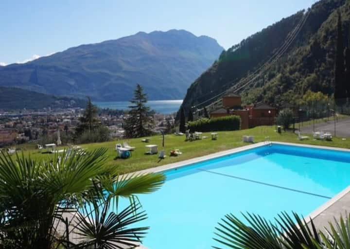 Casa sul lago con piscina