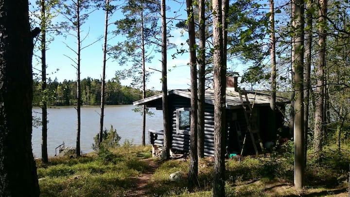Käpälämäki - Rantamökki Sweet cabin by the lake