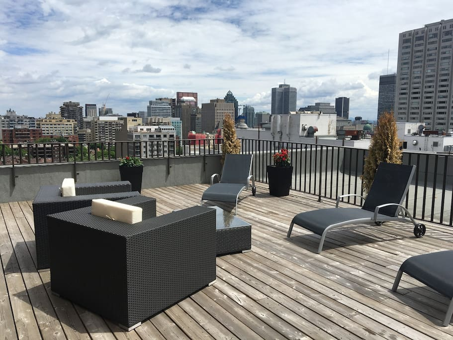 Rooftop terrace for lounging or dining