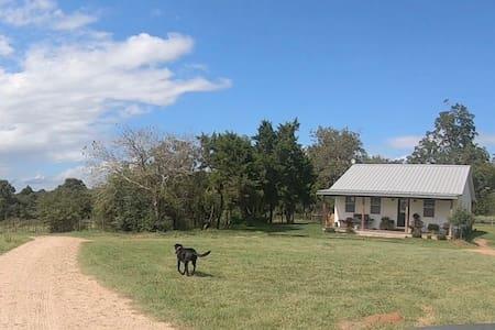 Friendship Acres: Farmhouse outside Bellville, TX
